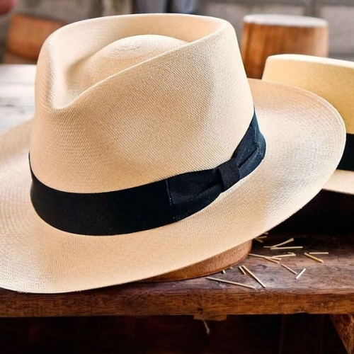 Traditionally made by hand, these hats are a must have accessories to be classical and trendy at once!