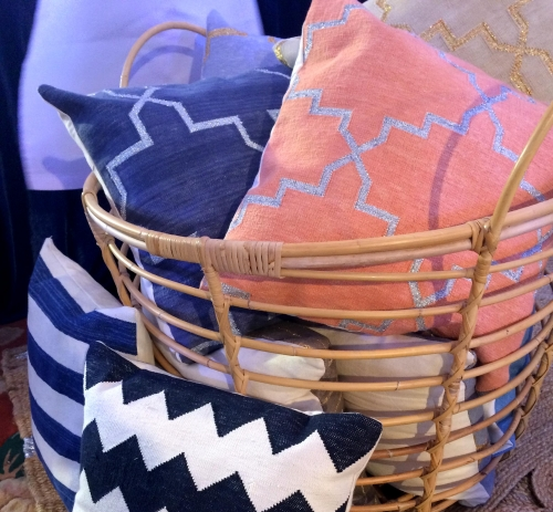 Get your cushions, pillows, carpets and plaids assorted!