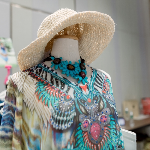 At The Hope Fair, a lot of fashion accessories are available, you will find the ones to your taste for sure!