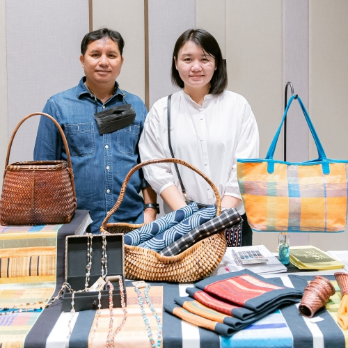 Sop Moei Art is regularly attending the Hope Fair since its creation , presenting stunning designs.